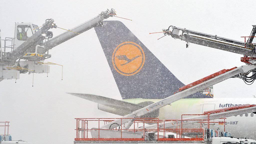 Nach rund einer Stunde Flug musste eine Maschine der Lufthansa in Boston einen unplanmässigen Zwischenstopp einlegen. (Symbolbild)