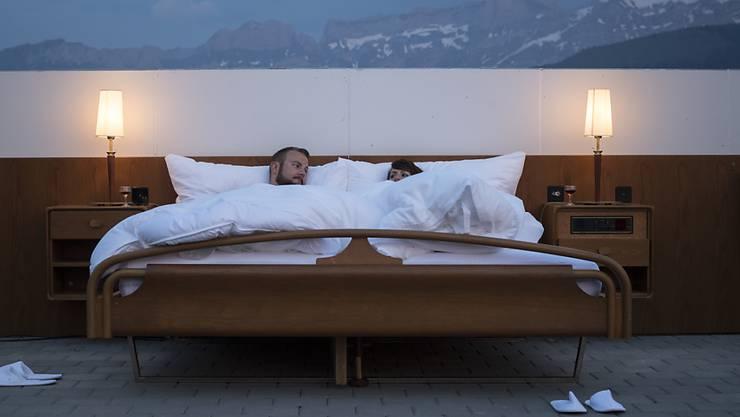 Ungebetener Gast Betrunkener legte sich zwischen Paar ins Bett
