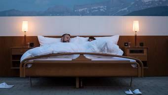 Böses Aufwachen für ein Paar in Chur: Ein unbekannter Betrunkener hatte sich zwischen das Paar schlafen gelegt. (Archivbild)