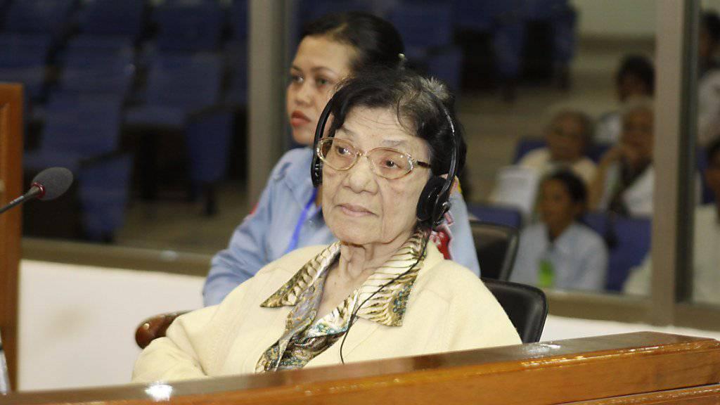 Ieng Thirith bei einem Gerichtsprozess im Jahr 2010.