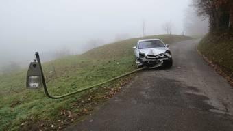 Strolchenfahrt endet in Gränichen in Strassenlampe