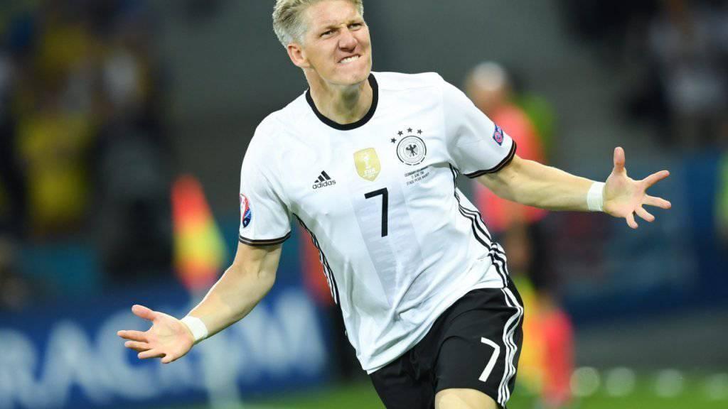Am Donnerstag wird den Nachfolger von Bastian Schweinsteiger, der die DFB-Elf bei seinem Abschiedsspiel ein letztes Mal anführen wird, bekanntgegeben