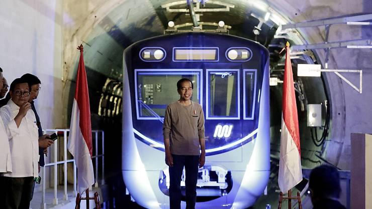 Mit einer modernen Stadtbahn gegen den chronischen Stau: Indonesiens Präsident Joko Widodo bei der Eröffnungszeremonie in Jakarta.