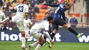 Inters Rodrigo Palacio (rechts) erzielt gegen Cagliari das 1:0