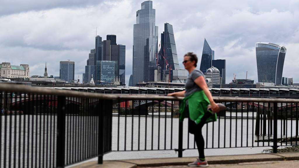 Britische Wirtschaft erholt sich laut Experten rascher als gedacht