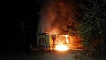 Nach ersten Ermittlungen der Kantonspolizei Aargau steht Brandstiftung als Ursache im Vordergrund.