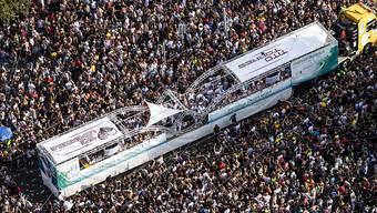 An der Street Parade rund ums Zürcher Seebecken nahmen rund 850'000 Raver teil. Die Stadtpolizei spricht von einer durchzogenen Bilanz.
