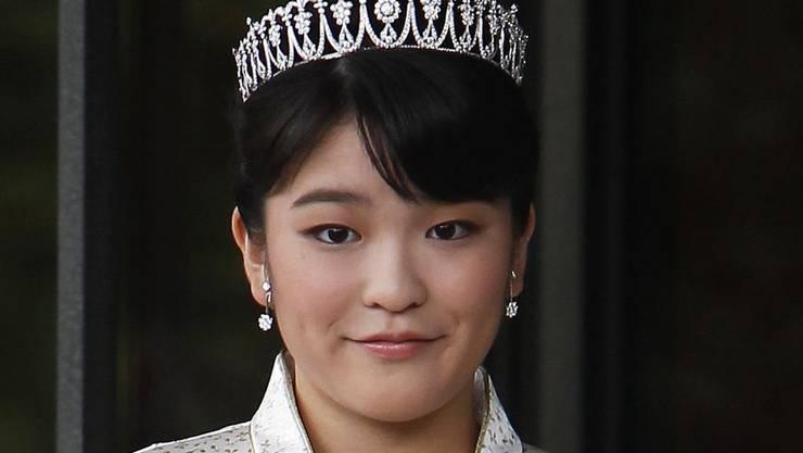 Die japanische Prinzessin Mako muss ihre Verlobung um ganze zwei Jahre verschieben. Angeblich, weil die Zeit für die Vorbereitung nicht reicht. In Wirklichkeit will wohl ihr Opa nicht so kurz vor seiner Abdankung, dass ihm Mako die Schau stiehlt. (Archivbild)