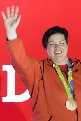 House of Switzerland feiert die Bronze-Schützin Heidi Diethelm