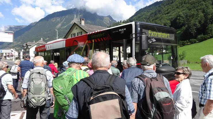 Extrafahrt für die Dietiker Senioren Wanderer zur Seilbahn Matt Weissenberg