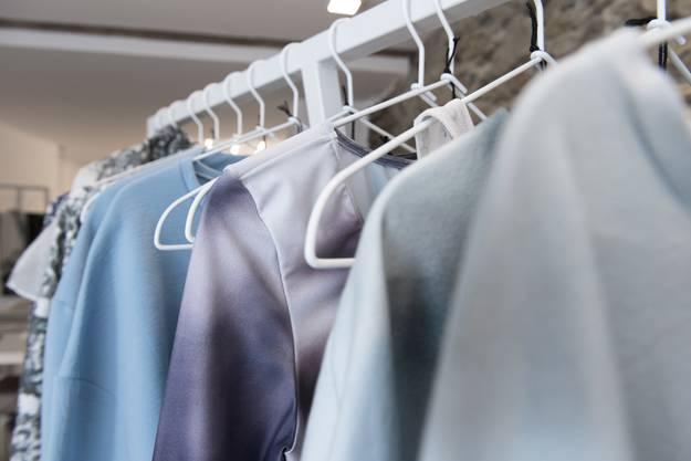 Die Kleider sind zum Teil mit Prints bedruckt, die Corinne Pfister selber gestaltet hat.