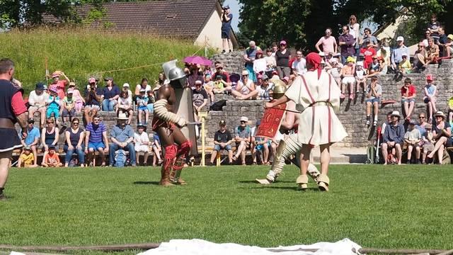 Einer der Gladiatorenkämpfe am Römertag 2017 in Windisch
