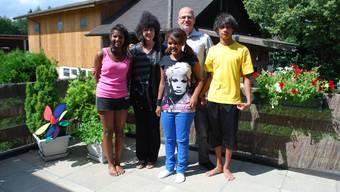 Familie Hofmann: (v. l.) Rekha, Mutter Lucienne, Tigist, Vater René und Vasand. (nr)