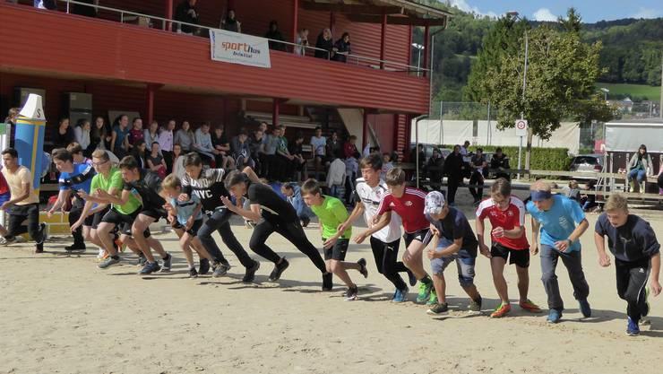 «Auf die Plätze, fertig, los!»: Die Schüler zeigen vollen Einsatz beim Sprintfinal