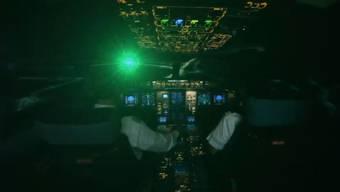 Laserpointer-Attacke auf Piloten im Anflug auf den Flughafen.