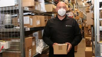 12000 Päckli warten im Paketservice von Simon Kühn auf ihre Abholung.