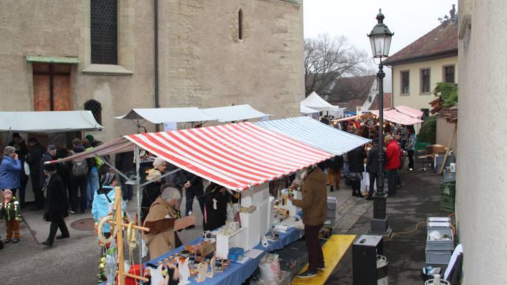 Viel Volk am Adventsmarkt
