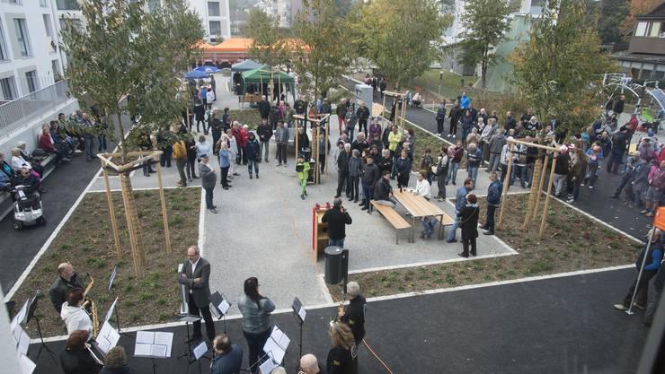 Viele Recherswilerinnen und Recherswiler besuchten die Eröffnungsfeier des neuen Begegnungsplatzes.