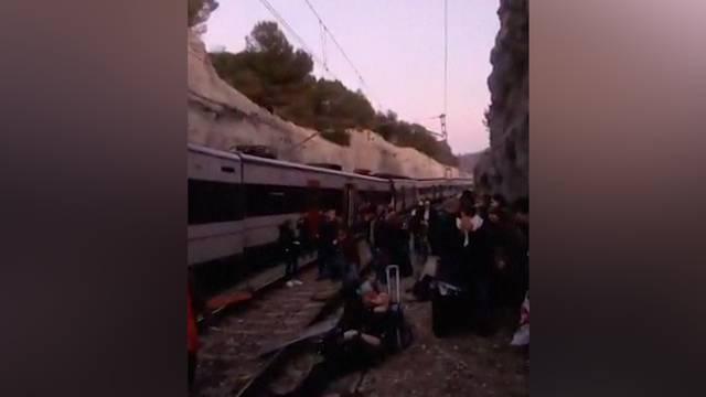 Eine Tote und rund 100 Menschen verletzt bei Zugunfall