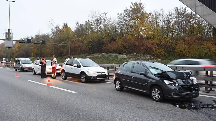 Einer der drei Auffahrunfälle, die sich am Morgen auf der Autobahn Luzern-Zug ereignet haben.