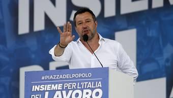 Der italienische Senat hat die Immunität des früheren Innenministers Matteo Salvini in einem zweiten Verfahren im Zusammenhang mit dessen Anti-Flüchtlingspolitik aufgehoben.