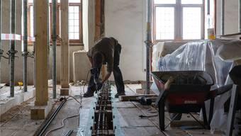 Rund 20 Mann arbeiteten derzeit Hand in Hand auf der Baustelle um das 400 Jahre alte Zeughaus in Solothrun für knapp 13 Millionen auf Hochglanz zu polieren.