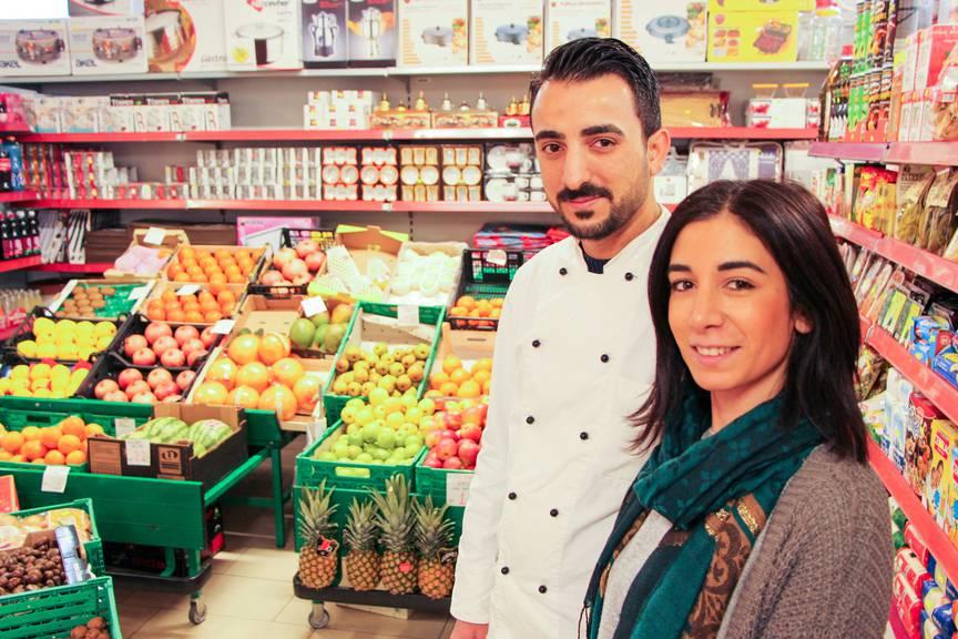 Ozan und Semira Bakir in ihrem Gemüseladen in Gossau. (rar)