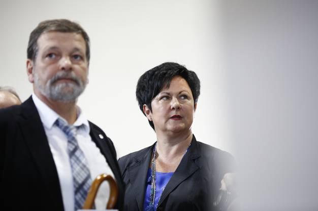 Marianne Meister neben Regierungsrat Roland Heim