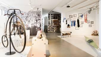 """Das Schweizer Sportmuseum wollte Sportobjekte mitsamt ihrem historischen und gesellschaftlichen Zusammenhängen sammeln, aufbereiten und präsentieren. Nun ist ihm das Geld ausgegangen; sein """"Begehlager"""" in Münchenstein BL ist geschlossen. (Archivbild)"""