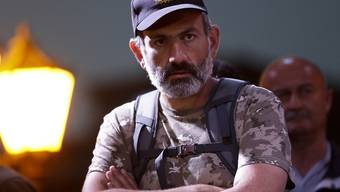Armeniens Oppositions-Anführer Nikol Pashinian kriegt keinen Termin beim Interims-Regieurngschef Aren Karapetjan um über einen Machtwechsel zu verhandeln