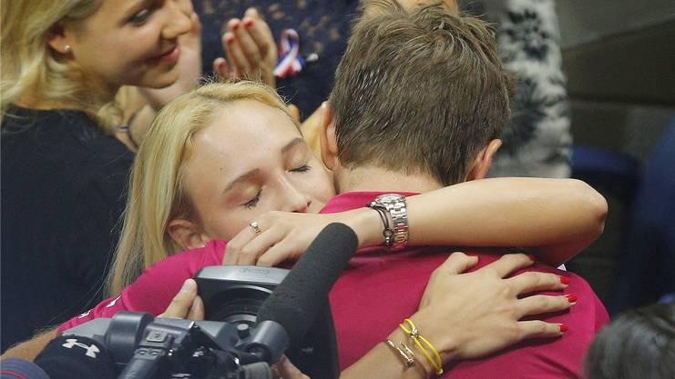 Ein inniger Moment: Die Umarmung mit Freundin Donna Vekic.
