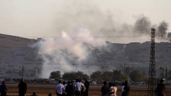 Die umkämpfte Stadt Kobane von der türkischen Grenze aus gesehen.