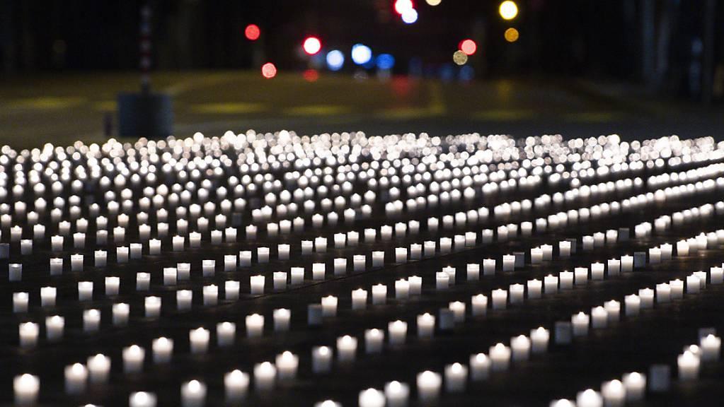 Virtuelle Corona-Gedenkseite: Ab Karsamstag können Lichter des Gedenkens, der Hoffnung, des Dankes und der Verbundenheit entzündet werden. (Symbolbild)