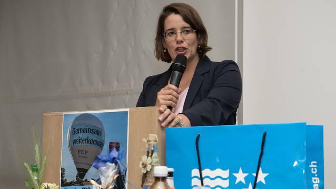 Geschafft: Jeanine Glarner nach der Nominierung durch die Delegierten.