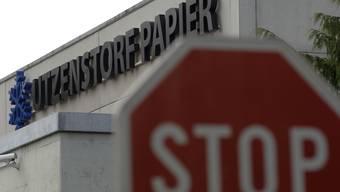 Die Papierfabrik Utzenstorf wird geschlossen. Nur noch das Altpapier wird hier sortiert.