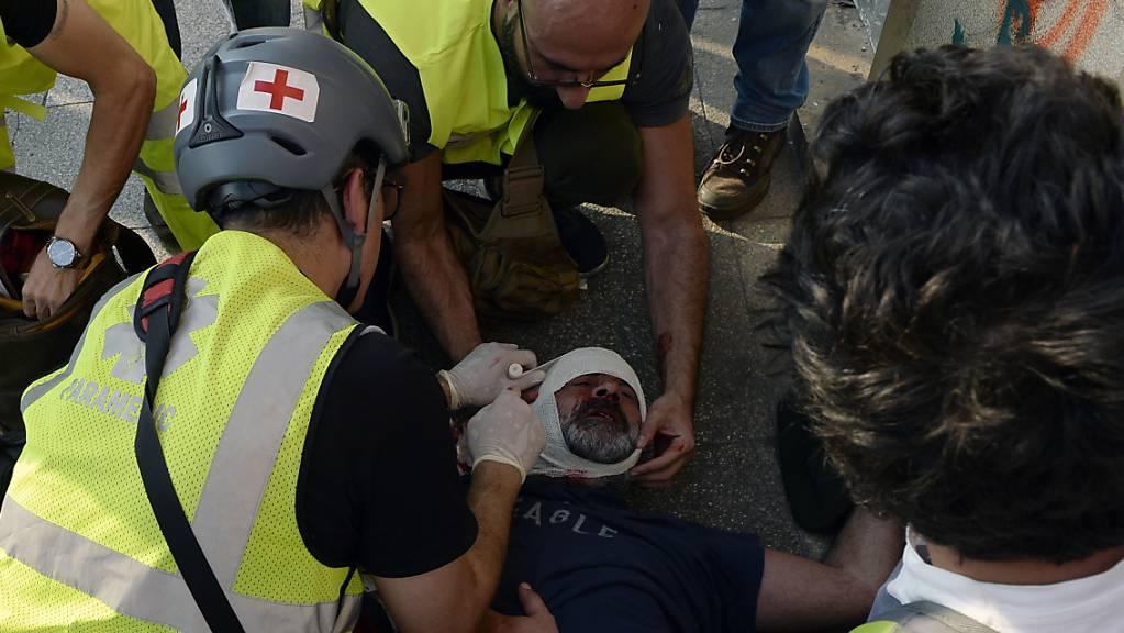 Bei Zusammenstössen zwischen Regierungs-Gegnern und Anhängern der Hisbollah-Miliz in Beirut sind mehrere Menschen verletzt worden.