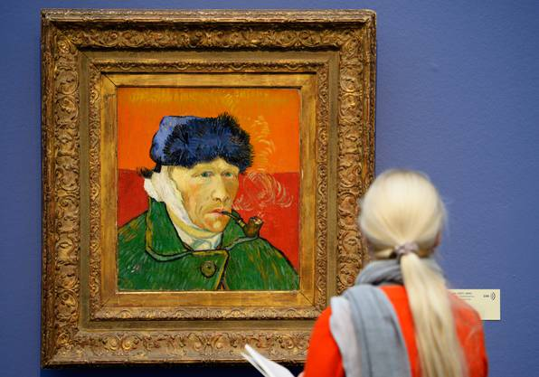 Am schönsten ist Vincent van Gogh vor dem Original. Die Schreibende 2014 vor dem «Selbstportait mit verbundenem Ohr».
