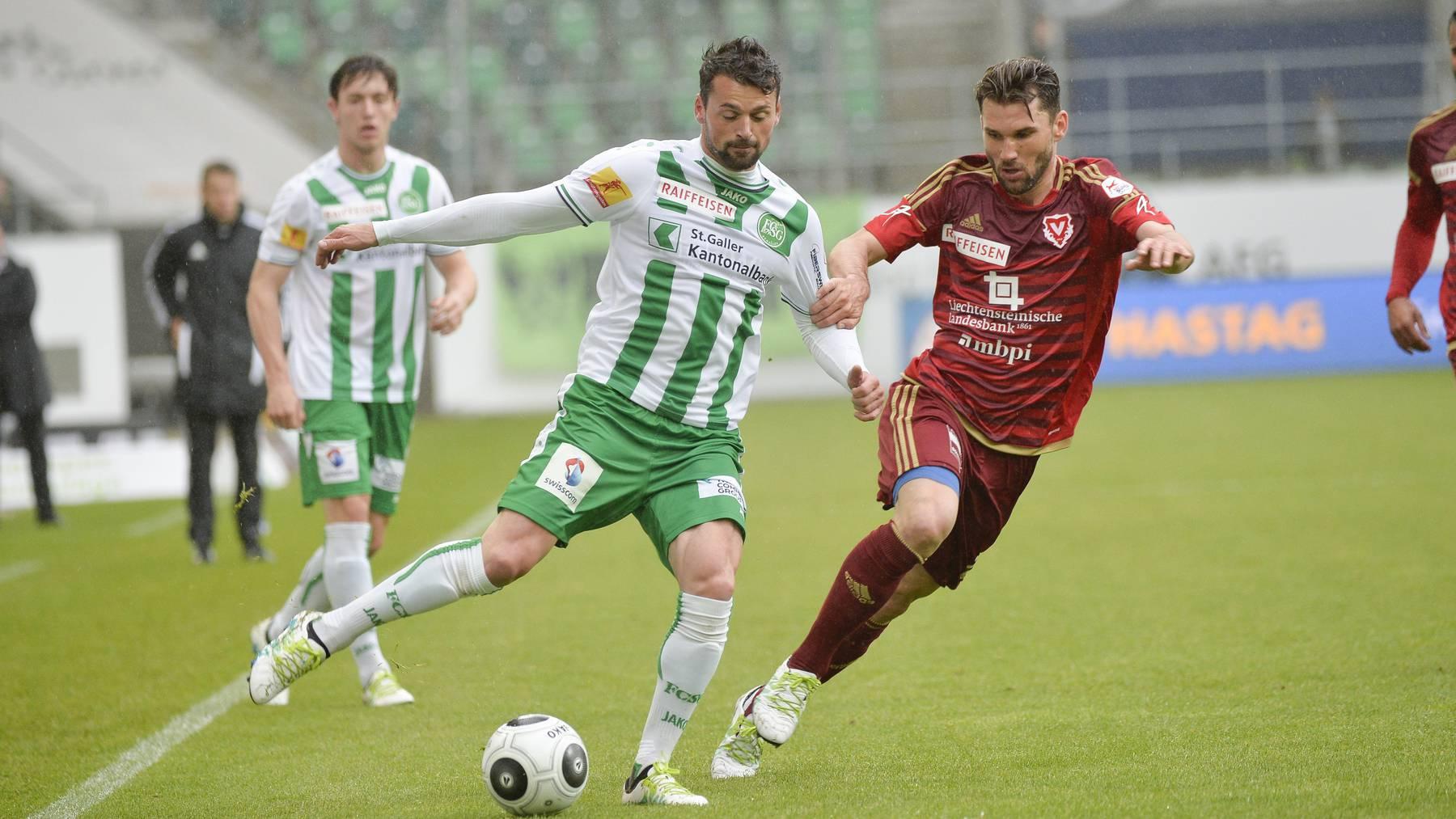 Philipp Muntwiler (rechts), hier im Duell mit Albert Bunjaku, kehrt zum FC Wil zurück.
