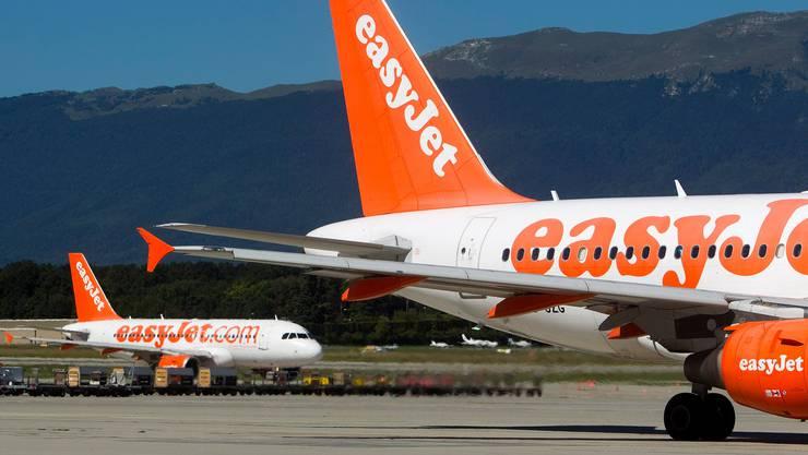 Zwei Flugzeuge will Easyjet Switzerland am Euroairport in Basel ausser Betrieb nehmen. Im Bild: Easyjet-Flugzeuge am Flughafen Genf.