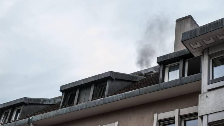 Aus dieser Dachluke entwickelte sich am Freitagnachmittag gegen 16.30 Uhr starker Rauch