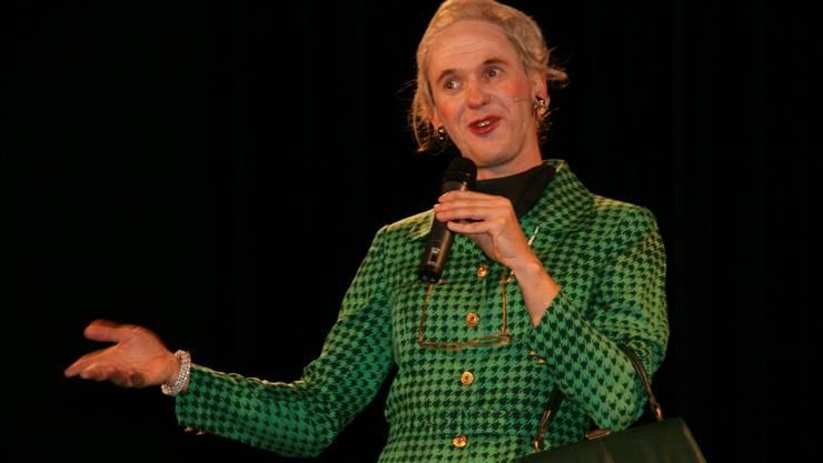 Der österreichische Komiker Christian Hölbling als Tante Hedwig im Fricks Monti.  Peter Schütz