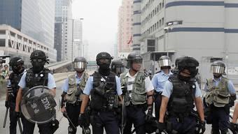 Sicherheitskräfte wappnen sich gegen die neuen Demonstrationen.