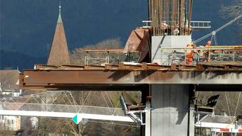 Beim Bau der Aarebrücke als Teil der Solothurner Westumfahrung machte der Baugrund für die Pfeiler Probleme.