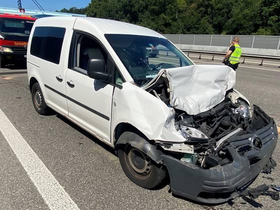 Beide am Unfall beteiligten Lenker mussten mit leichten bis mittelschweren Verletzungen ins Spital geführt werden.