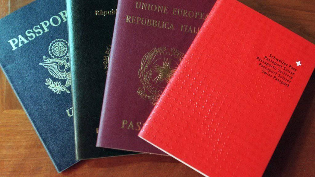 Die SP will für Personen mit B-Ausweis den Weg zum Schweizer Pass erleichtern.