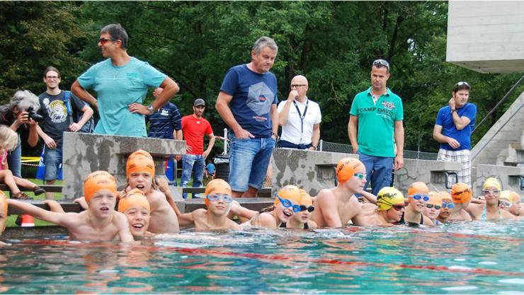 Vorfreudig harren die Kinder des Plauschtriathlons die letzten Sekunden bis zu Startpfiff aus