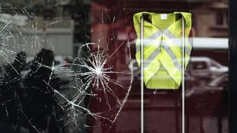 """In Frankreich wird am Samstag mit schweren Ausschreitungen bei den Protesten der """"Gelbwesten"""" gerechnet, insbesondere in der Hauptstadt. Stunden vor Beginn der Proteste sind zahlreiche Personen festgenommen worden. (Archivbild)"""