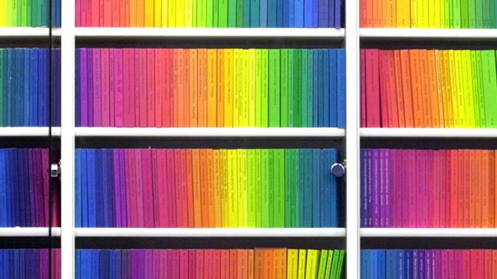 ARCHIV - Bücher der «edition suhrkamp» aus dem Suhrkamp Verlag. (zu dpa «Spektralfarben der Literatur - Suhrkamp-Verlag wird 70») Foto: picture alliance / dpa