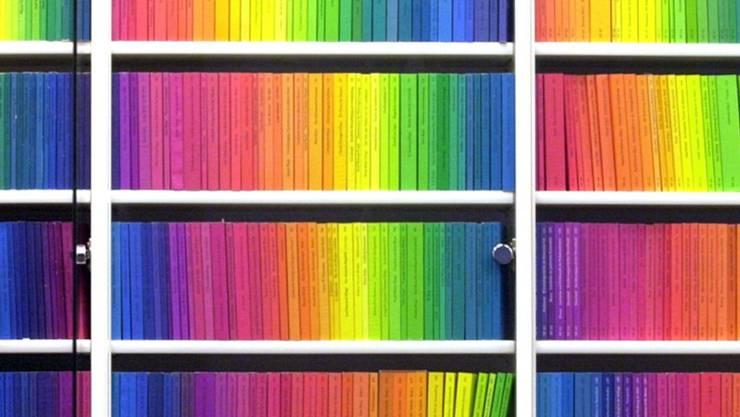 """ARCHIV - Bücher der «edition suhrkamp» aus dem Suhrkamp Verlag. (zu dpa """"Spektralfarben der Literatur - Suhrkamp-Verlag wird 70"""") Foto: picture alliance / dpa"""