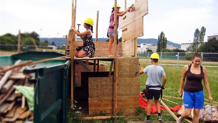 Spass in den Sommerferien auf der Kinderbaustelle in Kaiseraugst.